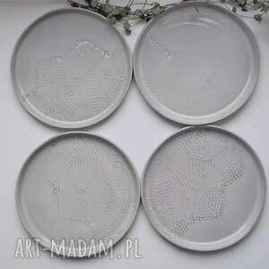 szare ceramika zestaw deserowych talerzy z koronk&#261