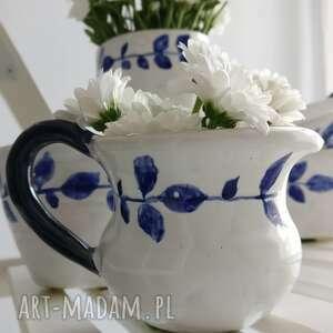 białe ceramika kubki zestaw składający się z trzech