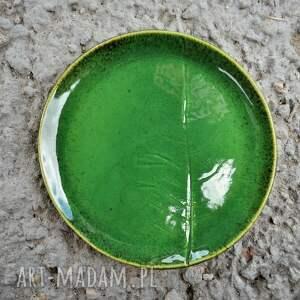 ceramika zielone zestaw talerzy z liściem chrzanu