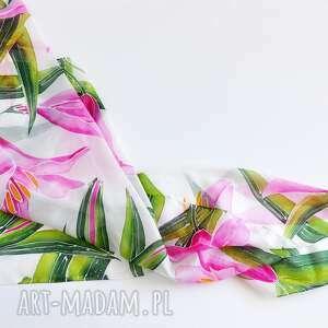 ręczne wykonanie chustki i apaszki jedwabna chusta lilie