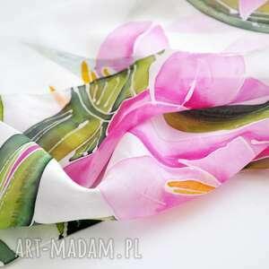 chustki i apaszki malowane kwiaty jedwabna chusta lilie
