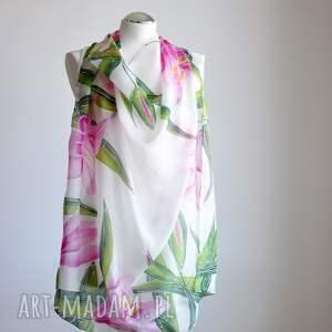 zielone chustki i apaszki malowana chusta jedwabna lilie