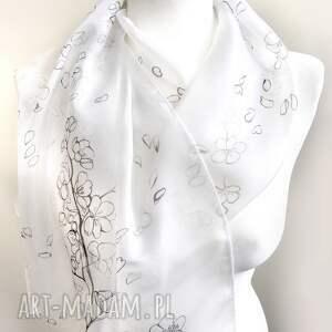 sakura chustki i apaszki minimalistyczny biały szal malowany