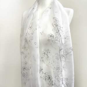 chustki i apaszki sakura minimalistyczny biały szal malowany