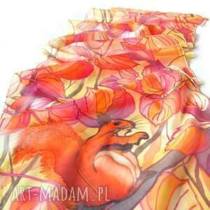 wiewiórka chustki i apaszki szal jedwabny jesienne liście