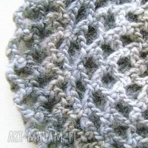 czapki: ażurowy beret w szarościach - hand made lekki