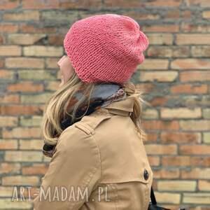 The Wool Art czapki: bezszwowa bawełniana czapka - koralowa na drutach