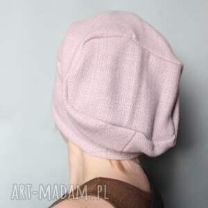 czapki wełna brylantyna na włosach drżała
