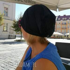 czapki: czapka damska granatowa z koronką etno