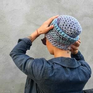 atrakcyjne czapki efektowna czapka beanie wykonana ręcznie