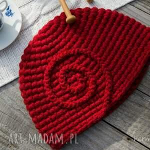 czapki czapka ciepła zrobiona na szydełku. wykonana
