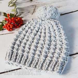 eleganckie czapki czapka handmade z pomponem