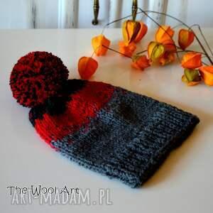 szare czapki czapka