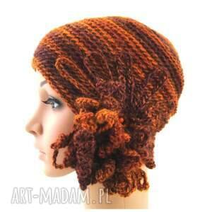 czapka czapki pomarańczowe w rudościach z ozdobą