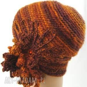 brązowe czapki prezent czapka w rudościach z ozdobą