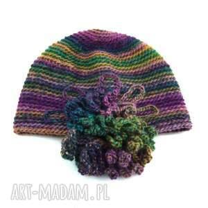 ręczne wykonanie czapki czapka we fioletach i zieleniach z