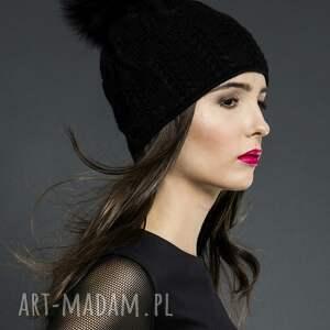 czapki czapka z futrzanym pomponem