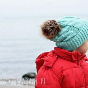 czapki czapka na zimę zimowa z pomponem