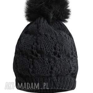handmade czapki czapka czarna z pomponem
