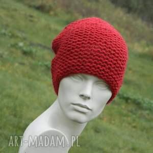 zimowa czapki czerwona - na prawo