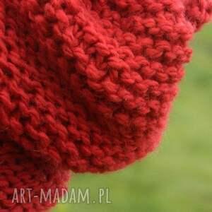 czapki zimowa czerwona - na prawo