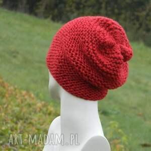 wyjątkowe czapki czerwona - na prawo