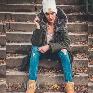 białe czapki jesień ecru new york sport