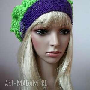 zielone czapki beret fioletowo - zielony modny berecik
