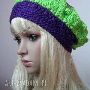 czapki beret ażurowy wykonany szydełkiem z włóczki