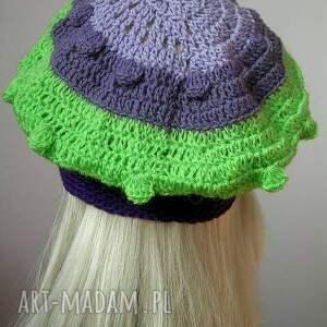 paski czapki fioletowo - zielony modny berecik