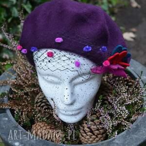 nietypowe czapki fioletowy beret