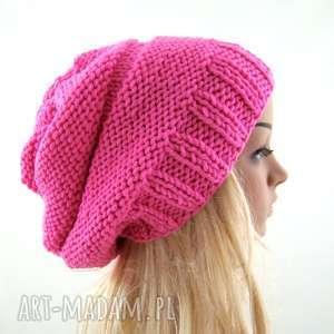 intrygujące czapki czapa jaskraworóżowa:)