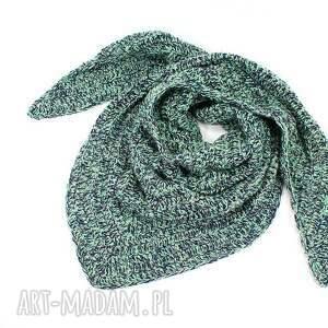 czapki: kolorowa czapka z wełną robiona na drutach przedza