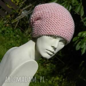 czapki pastelowa pastel pink - na prawo * cekiny