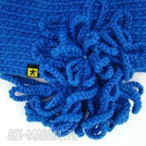 święta upominek różne kolory - czapka z ozdobą