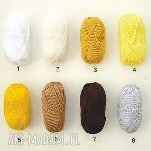 święta upominek mikołaj różne kolory - czapka z ozdobą