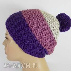 intrygujące czapki czapka trójkolorowa z pomponem