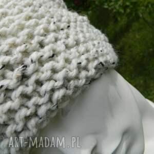 czapki ciekawa tweed ecru - na prawo * czapa