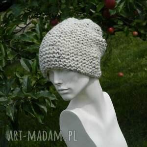 czapki nakrapiana tweed ecru - na prawo * czapa