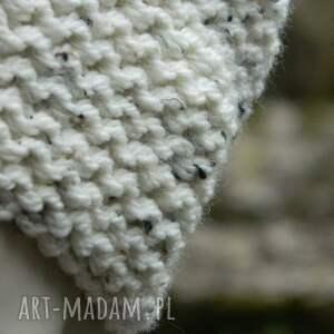 handmade czapki tweedowa czapka tweed ecru na prawo grubaśna