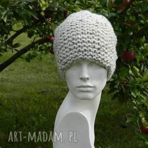 białe czapki wełna tweed ecru - na prawo * czapa