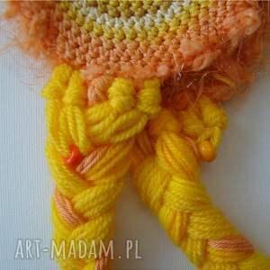 urokliwe czapki warkocze żółta czapka z nausznikami