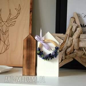 fioletowe dekoracje wianek 2 domki z lawendowym wiankiem