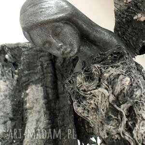 niekonwencjonalne dekoracje figura anioła prezent anioł dostatku