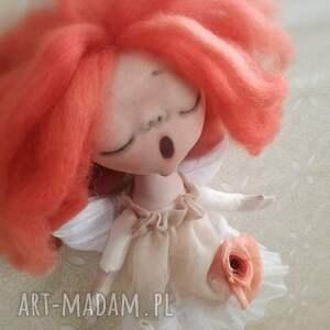 pomysł na prezent pod choinkę rudy anioł dziewczynka - figurka