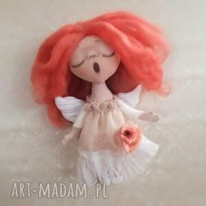 pomysł na prezent pod choinkę pomarańczowe anioł dziewczynka - figurka