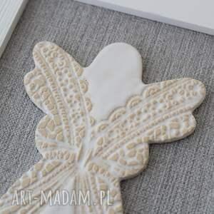 komunia dekoracje obrazek z ceramicznym aniołkiem w ramce