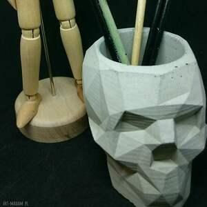 nietuzinkowe dekoracje czaszka betonowa