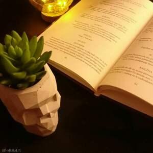 dekoracje betonowe betonowa czaszka