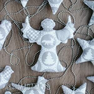 świąteczny prezent anioł biało szare ozdoby dekoracje bombki